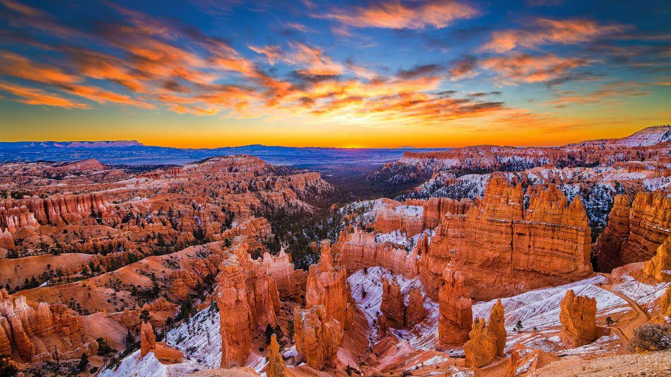 Зимний закат в горах · бесплатное фото