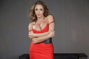 Фото бесплатно красное платье, милф, большие сиськи