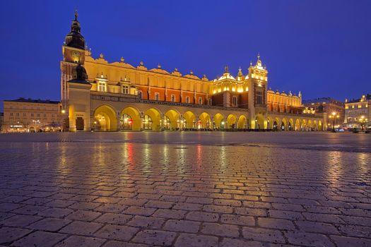 Заставки Сияющий рынок, Тканевый зал, Краков