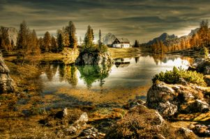 The house on the lake in Italy · free photo