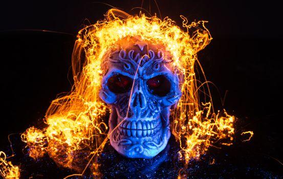 Бесплатные фото череп,огонь,чёрный фон,art
