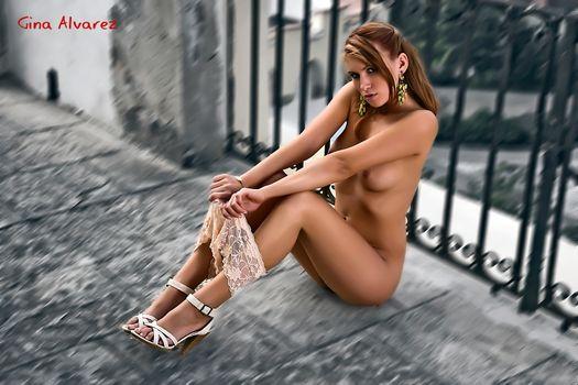 Фото бесплатно Джина Альварес, высокие каблуки, длинные ноги