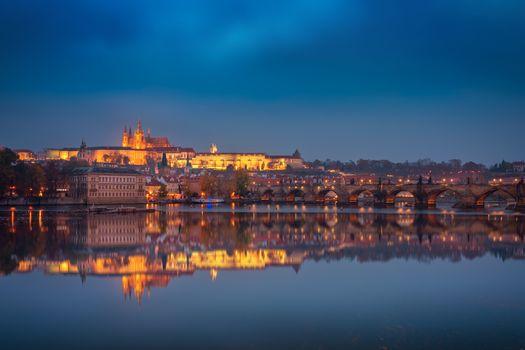 Заставки освещение, река Влтава, дома