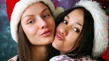 Бесплатные фото Вика,Камилла,брюнетка,2 девушки,Рождество,губы,лицо