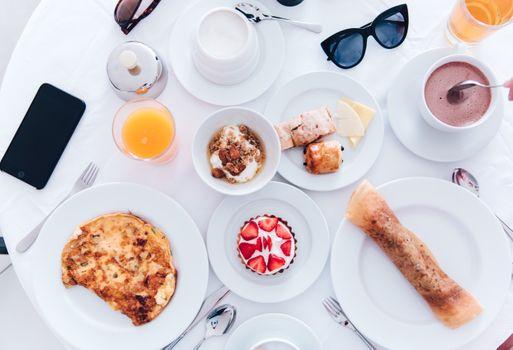 Бесплатные фото кофе,красочная,еда,стол,фрукты,здоровый,завтрак,обед,путешествие,минимальный,чистый,поздний завтрак