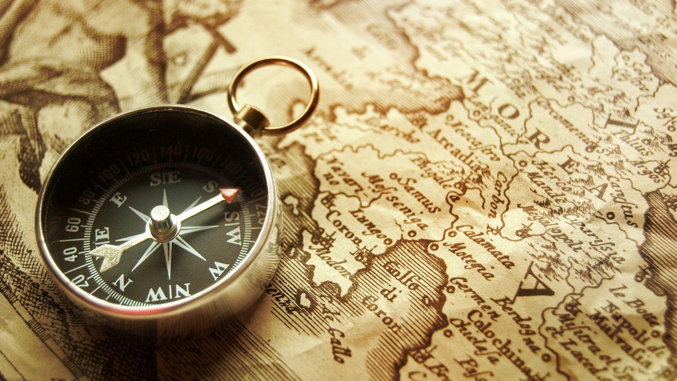 Фото бесплатно потерпели кораблекрушение буссоль, компас, карта - на рабочий стол
