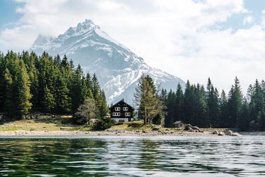 Фото бесплатно облака, дома, озера, пейзаж, горы, природа, деревья, вода