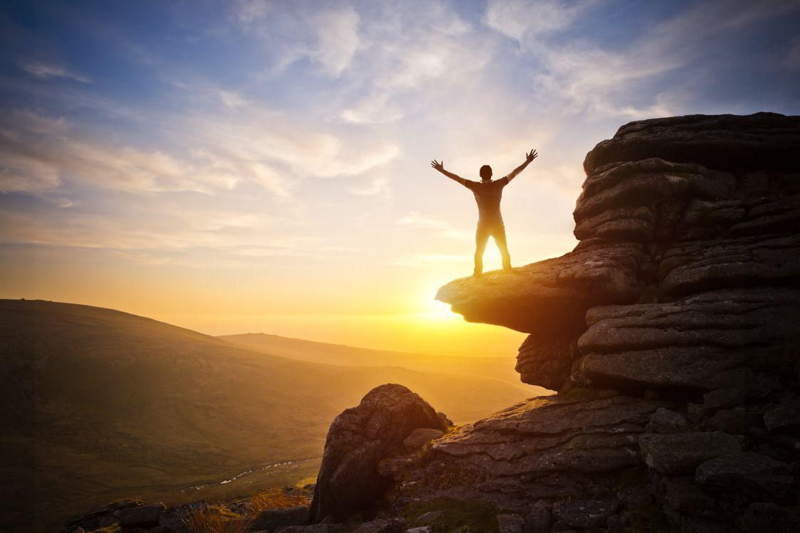 Фото бесплатно счастливые, настроение, горы, природа, люди, закат - на рабочий стол