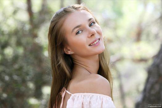 Бесплатные фото Карисса Алмаз,Сексуальная,на открытом воздухе,лицо
