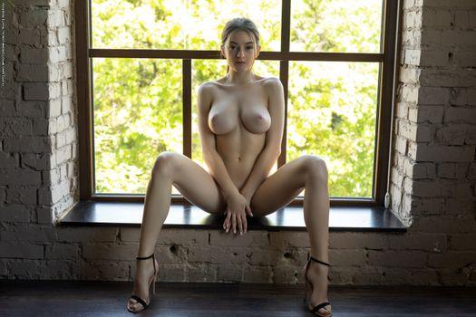 Photo free boobs, posing, sitting