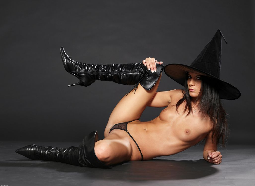 Hot sexy naked witch girls — pic 14