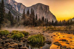 Мелководная река в Йосемити