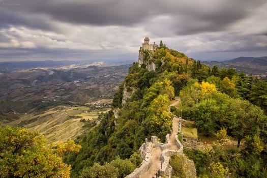 Фото бесплатно Согласно башня и Ведьмы Pass, пейзаж, Монте-Титано