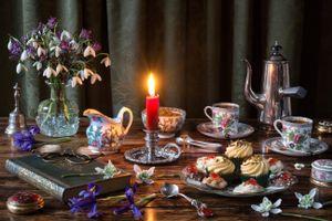 Бесплатные фото выпечка,стол,натюрморт,ирисы,цветы,подснежники,чашки