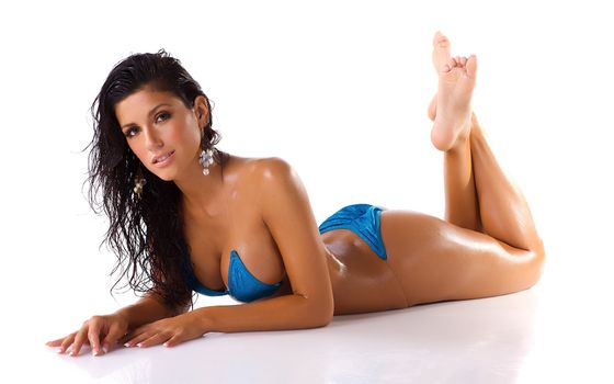 Бесплатные фото rafaela grossl,isabella milan,брюнетка,модель,сексуальность,бикини,масло,лежа,тело,лицо,ноги,сиськи