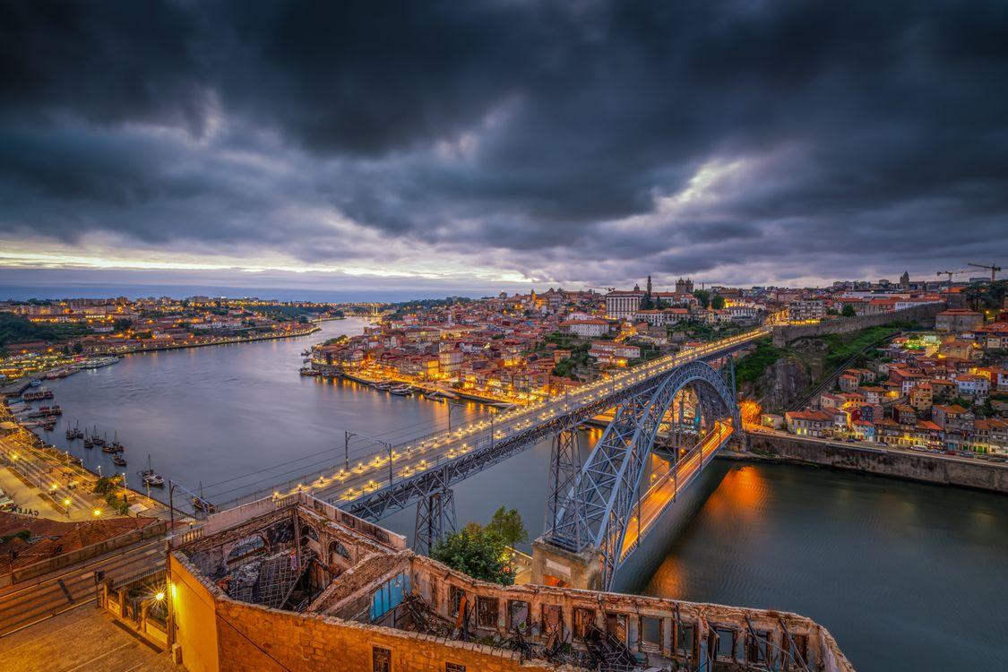 Фото бесплатно Porto, Portugal, Порто, Португалия, закат, город, сумерки, мост, дома, городской пейзаж, город