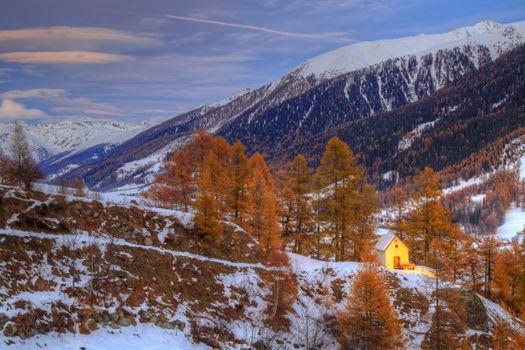 Бесплатные фото горы,деревья,зима,осень,домик,лавочка,природа,пейзаж