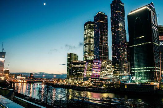 Бесплатные фото московский международный деловой центр,москва сити,река,ночь,центр
