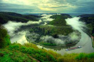 Изгиб реки Саар и туман над рекой