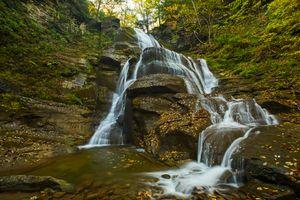 Бесплатные фото осень,водопад,лес,скалы,деревья,водоём,природа