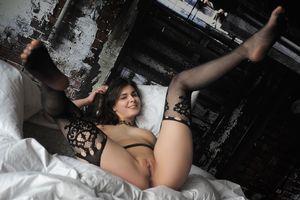 Бесплатные фото Amelie Belain,красотка,голая,голая девушка,обнаженная девушка,позы,поза