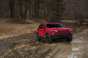 Jeep Cherokee, лес