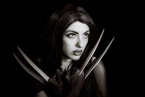 девушка с ножами · бесплатное фото