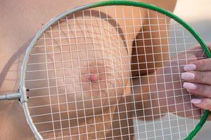 Бесплатные фото Фаина Бона,голые,крупным планом,теннисные ракетки,сиськи,соски