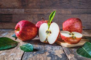 Яблоки и доски · бесплатное фото