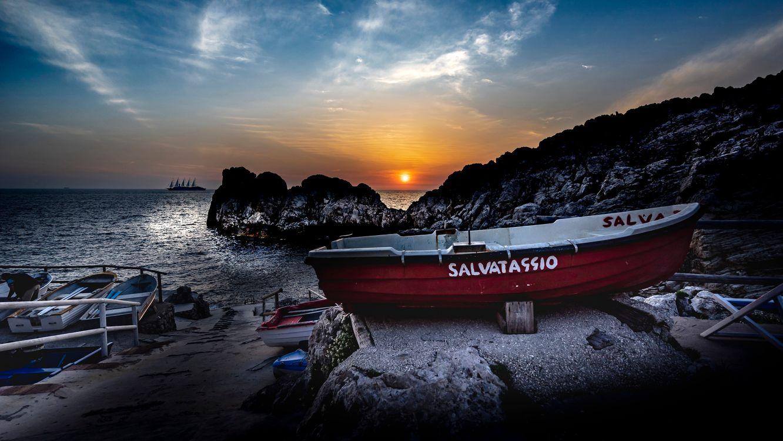 Фото бесплатно Sunset Phare Punta Carena, Капри, Италия, закат, море, берег, лодка, пейзаж, пейзажи - скачать