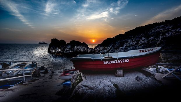 Заставки Sunset Phare Punta Carena, Капри, Италия, закат, море, берег, лодка, пейзаж