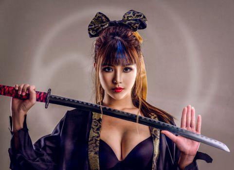 Девушка самурай- красотка