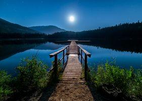 Бесплатные фото озеро,ночь,луна,отражение,вода,мостик,причал