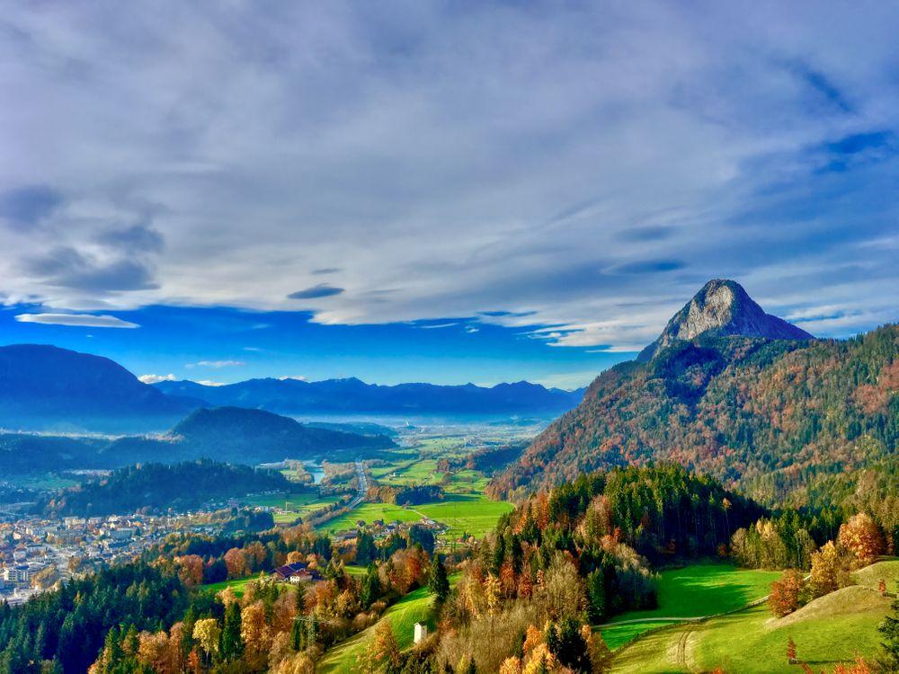 Фото бесплатно Вид на гору Пендлинг и речную долину из часовни Тиберг близ Куфштайна в Тироле, Австрия, горы, деревья, холмы, осень, пейзаж, пейзажи