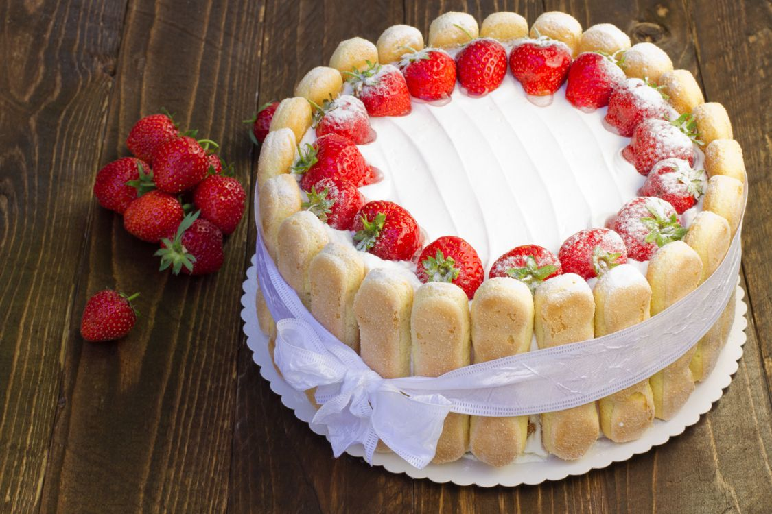 Strawberry cake · free photo