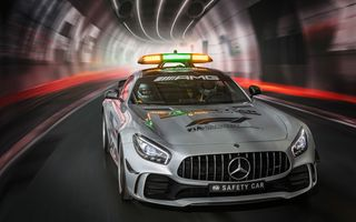 Photo free Mercedes AMG GT C, lights, rides in the tunnel