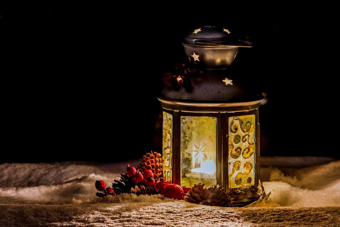 Фото бесплатно зима, снег, рождество, фонарь, лампа, свеча, огонь, пламя, свет, иллюминация, освещение, разное