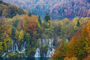Photo free autumn waterfall, national Park Plitvice lakes, Plitvice Lakes national park