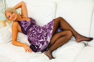 Фото бесплатно Liana Lace диван блондинка девушка платье ноги колготки девушки