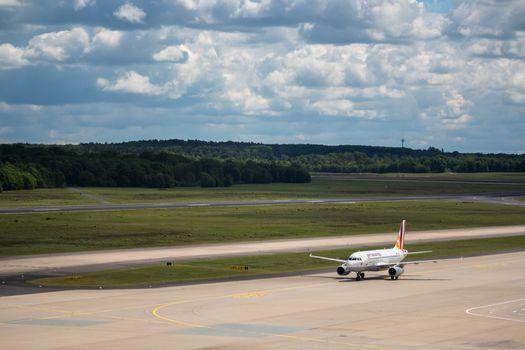 Бесплатные фото Кельн,аэропорт,Airbus,облако