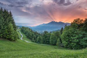 Бесплатные фото Вамберг,Чехия закат,горы,холмы,тропинка,деревья,луг