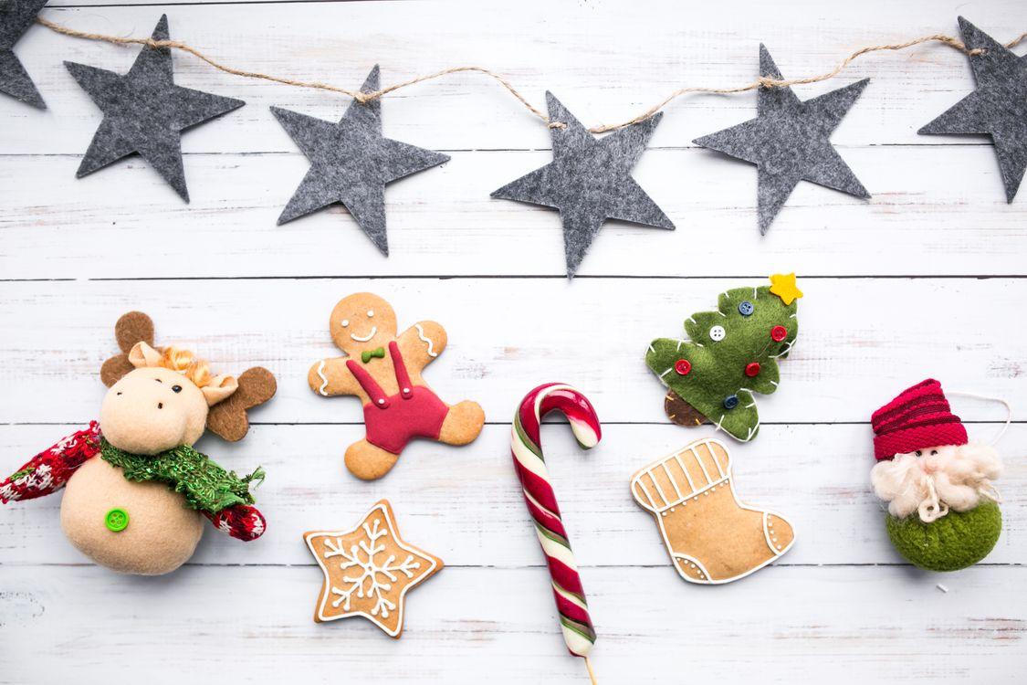 Фото бесплатно праздник, пряники, конфеты, декор, новый год - скачать на рабочий стол