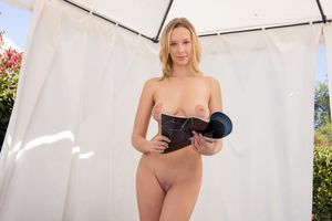Photo free Agatha, Busty, blonde