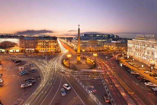 Бесплатные фото Санкт-Петербург,город герой,центр столицы,автомобили,дороги,дома,гостиницы,вечер,свет,фонари