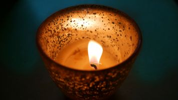 Бесплатные фото свеча,легкий,спортивное снаряжение,темно,огонь,искра,стакан