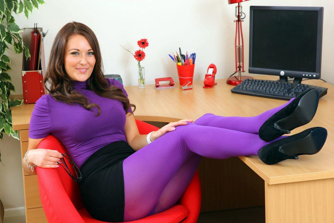 кажется, вся фотки красивых и стройных ноги в фиолетовых колготках рыдала, тетя