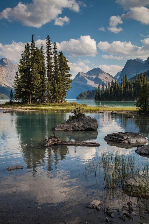 Фото бесплатно Maligne Lake, Остров Духа, Озеро Малинье, Национальный парк Джаспер, Spirit Island, Jasper National Park, Альберта, Канада горы, небо, пейзаж, пейзажи