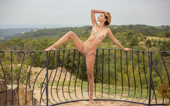 Фото бесплатно ariel, lilit a, ariela, rufina t, dirty blonde, outdoors, naked, boobs, tits, perky nipples, shaved pussy, spread legs