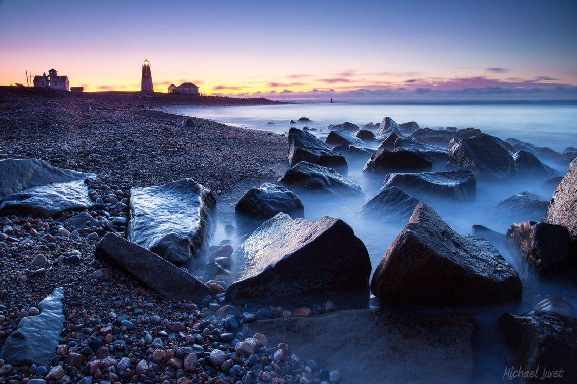 Обои пляж, пейзаж, Маяк, скалы, море, закат, берег, камни, валуны, небо, облака на телефон | картинки пейзажи