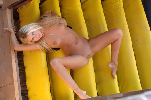 Бесплатные фото Mira A,красотка,голая,голая девушка,обнаженная девушка,позы,поза,сексуальная девушка,эротика,Nude,Solo,Posing